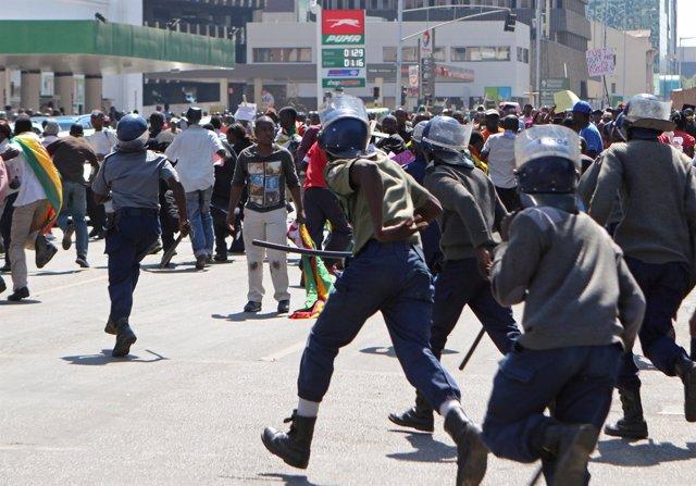 Manifestación contra el Gobierno de Zimbabue en Harare