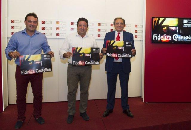 Javier Moliner (centro) promociona la tarjeta Fideliza Castellón