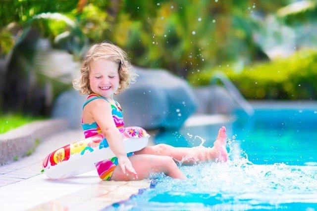 Bañarse, piscina, agua, niña, flotador