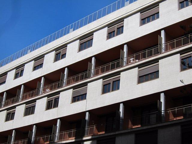 Fachada exterior de la Casa Bloc. Vivienda, pisos, alquiler social, refugiados
