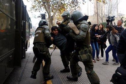 Medio centenar de detenidos en la última protesta estudiantil en Chile