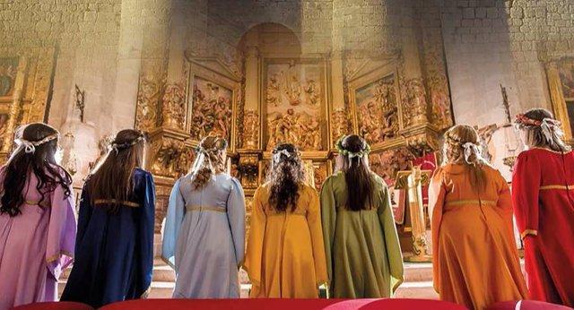 Las siete doncellas de Simancas en la Iglesia ante el altar