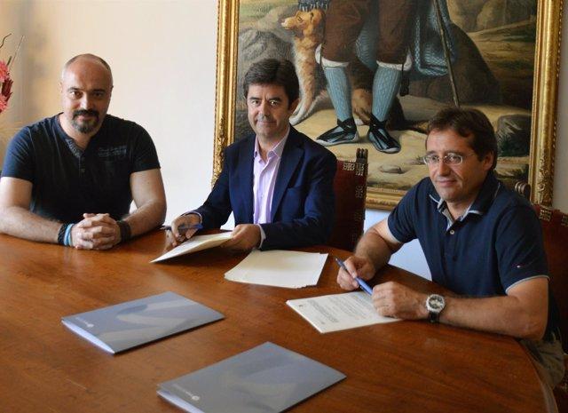 Firma del convenio entre la Comarca y el Ayuntamiento de Huesca