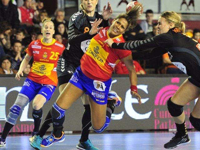 Marta Mangué selección española balonmano femenino España
