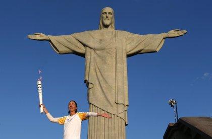 La antorcha olímpica comienza el último trayecto en su camino a Maracaná