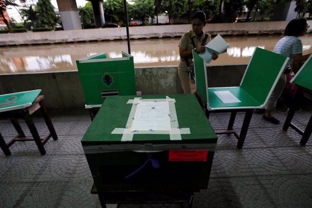 Urnas para el referéndum constitucional de Tailandia