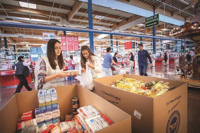 Eroski y clientes donan 51 toneladas de alimentos