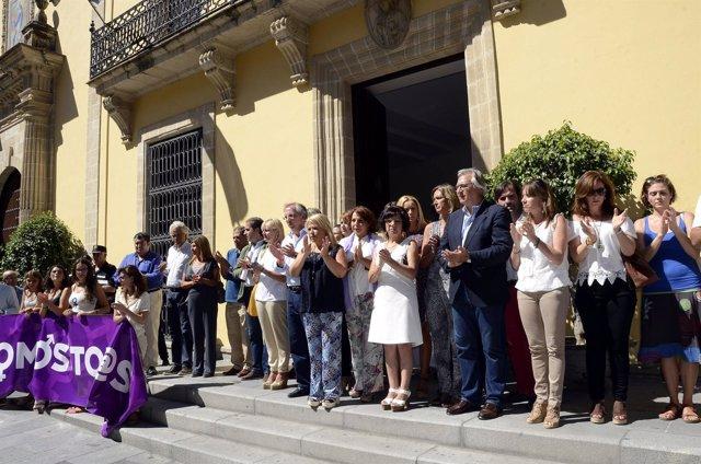 Concentración contra la violencia de género en Jerez