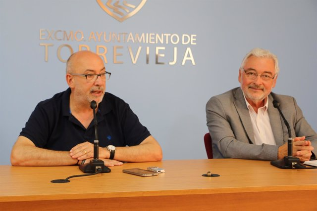 Manuel Alcaraz con el alcalde de Torrevieja