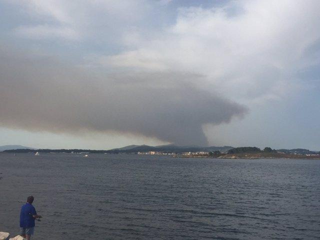El incendio visto desde la costa