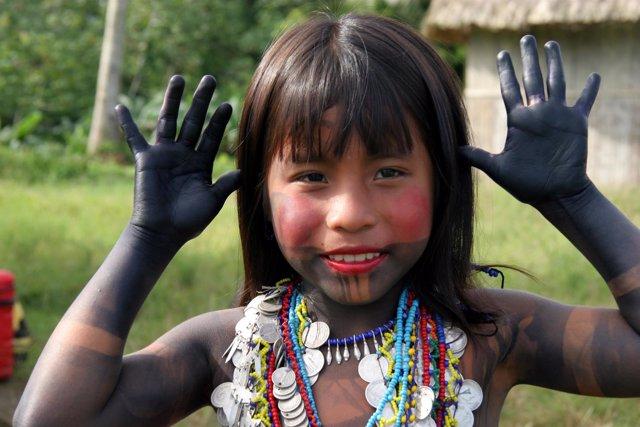 Niña de la población indígena embera