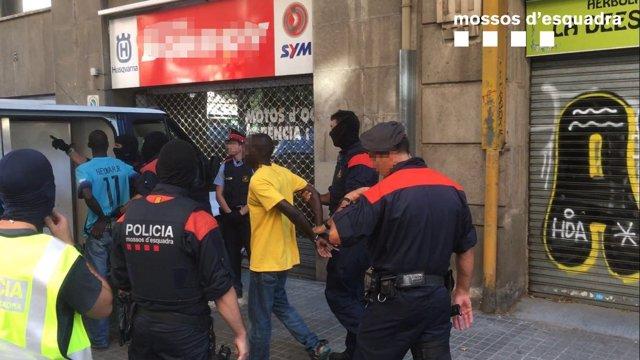 Operación de los Mossos contra el 'top manta'