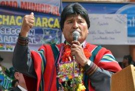 Morales, primer presidente indígena de Bolivia, felicita a los pueblos por su emancipación