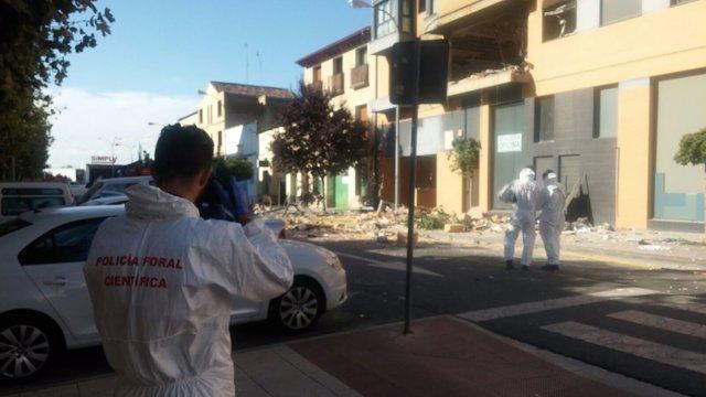 Policía Foral inspecciona edificio tras explosión (gas) en Tudela.