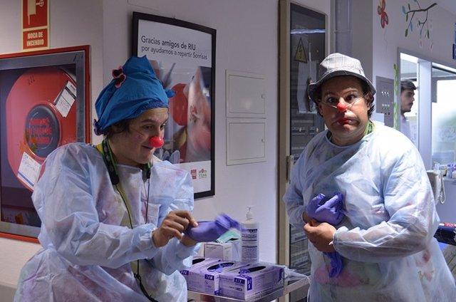Los payasos de Sonrisa Médica en el hospital