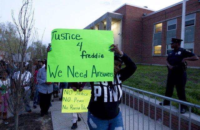 Protestan por la muerte de Freddie Gray en Baltimore