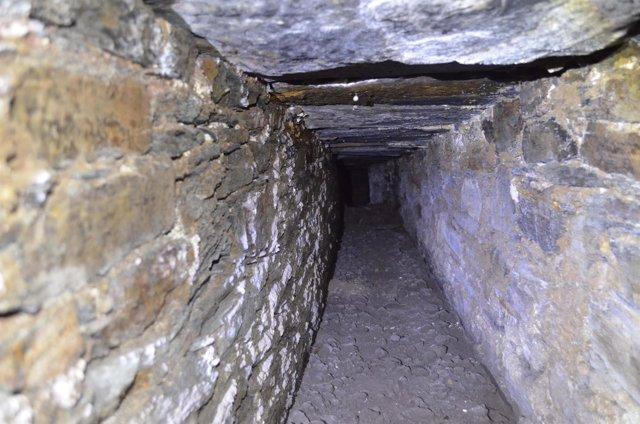 Alcantarillado del siglo XVII descubierto en Santa María de Villanueva de Oscos