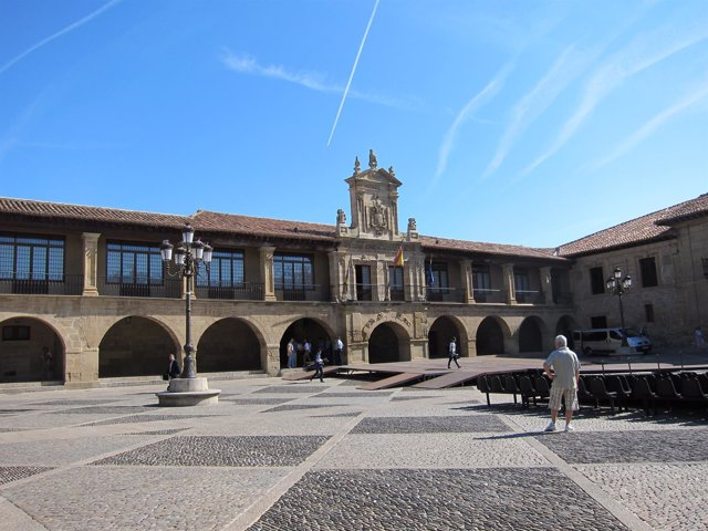 Plaza y Ayuntamiento de Santo Domingo de la Calzada