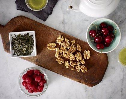 Comer nueces con frambuesas o té reduce la grasa en el hígado