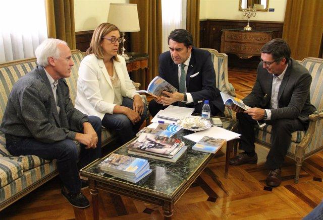 Suárez-Quiñones y Ángeles Armisén (centro) en la reunión de trabajo mantenida