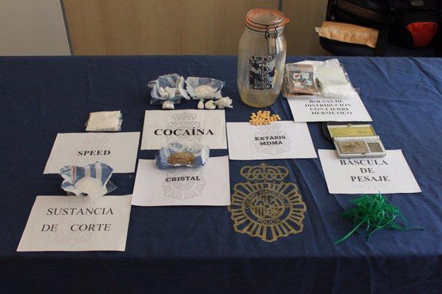 Droga intervenida por la Policía Nacional a un detenido en Pamplona.