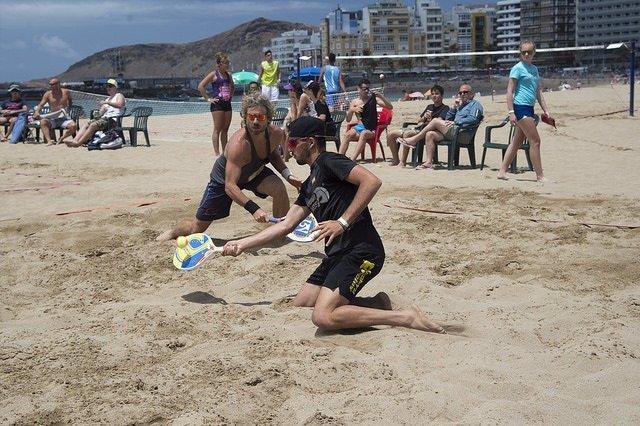 El campeón italiano de tenis playa Alessandro Calbucci y el canario Antomi Ramos
