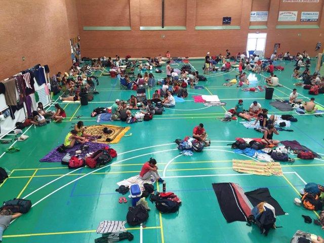 Campistas del Medusa Festival en el pabellón municipal de Cullera