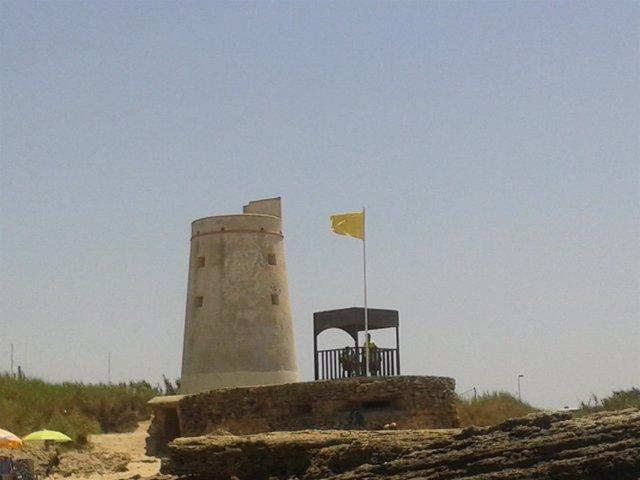 Bandera amarilla en la playa de El Palmar, Cádiz