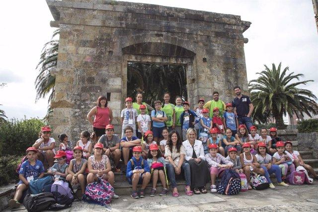 Los niños de 'Abierto por Vacaciones' visitan el Ayuntamiento