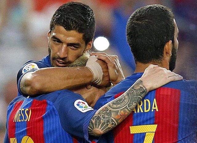 Messi, Suárez y Arda celebran un gol del Barcelona en el Gamper