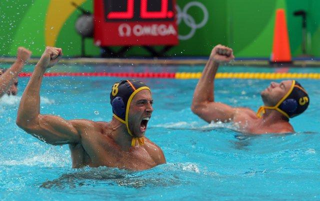 El equipo español de waterpolo celebra un triunfo en los JJOO de Río
