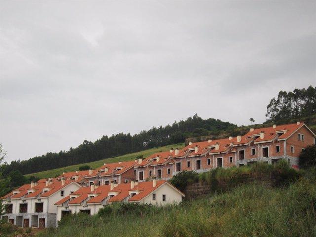 Casas ilegales. Viviendas con sentencia derribo. Demolición construcciones.
