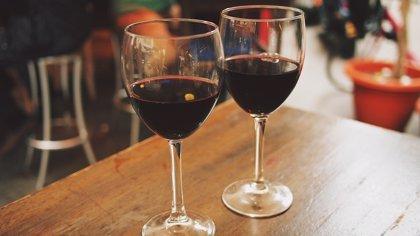 ¿Quién bebe más, los casados o los solteros?