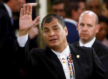 Entregan 1,2 millones de firmas para pedir un referéndum sobre la reelección de Correa