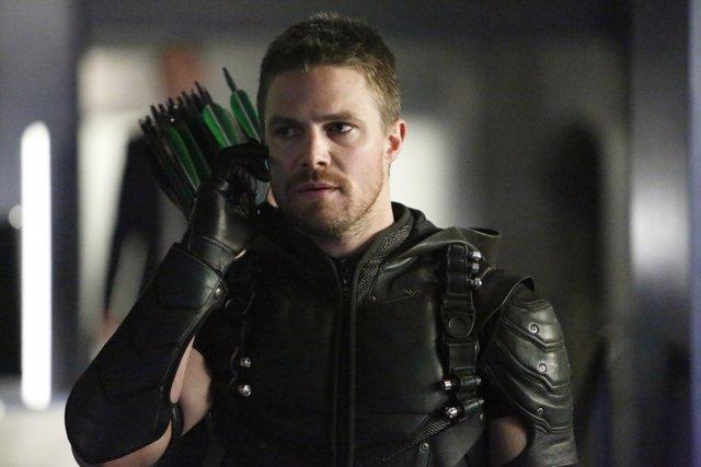 Stephen Amell es Flecha Verde en Arrow