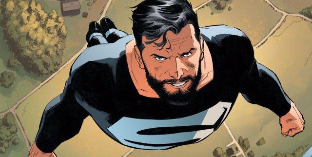 Superman con el traje negro y plateado