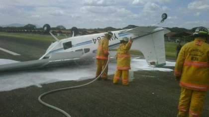 Mueren dos personas tras estrellarse una avioneta en el aeropuerto venezolano de Miranda