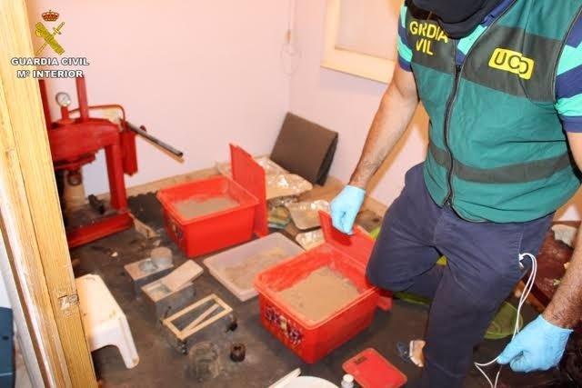 Imágenes del registro en el laboratorio de heroína en Gavà (Barcelona)