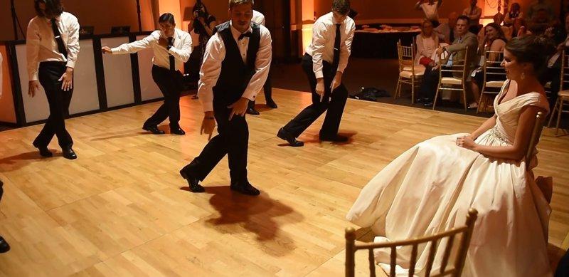 VÍDEO | La hilarante coreografía que preparó este hombre para su esposa el día de su boda