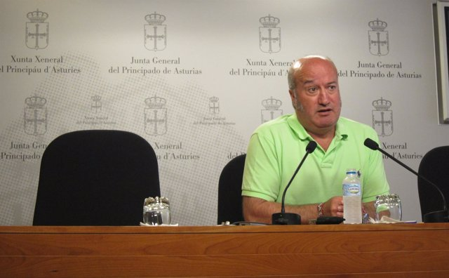 El diputado autonómico de Asturias del PP Luis Venta en rueda de prensa.