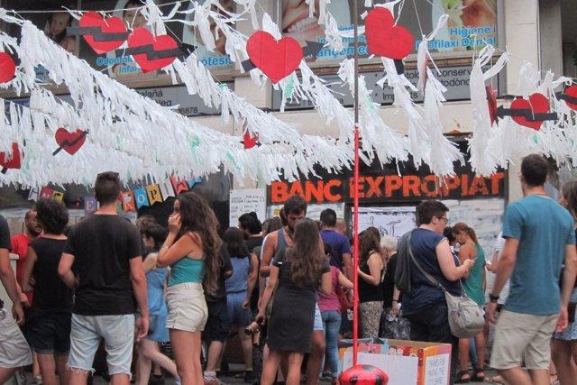 El antiguo 'Banc Expropiat' durante la fiestas de Gràcia