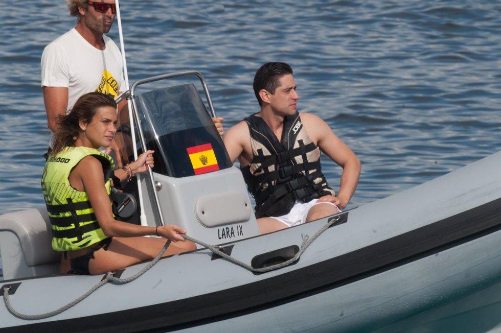 Carla y su pareja disfrutando en Ibiza