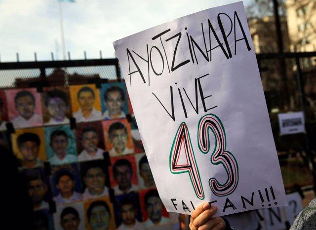 Protesta por los 43 desaparecidos en Ayotzinapa