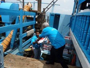 Suministros de ayuda humanitaria llegan al puerto