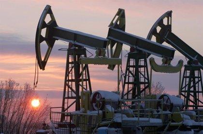 El barril de petróleo Brent marca máximos desde el 'Brexit' por encima de 51 dólares