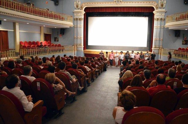 Público en el Teatro Bellas Artes de Tarazona