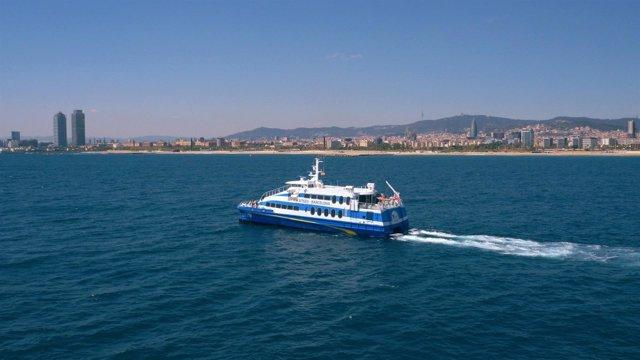 El ferry Blue Cat que une Barcelona y Sitges