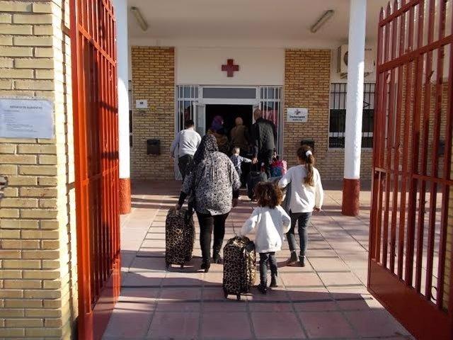 Refugiados llegan a la sede de Cruz Roja