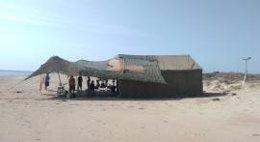 Campamento habilitado por militares en la playa de les Palmeres de Sueca
