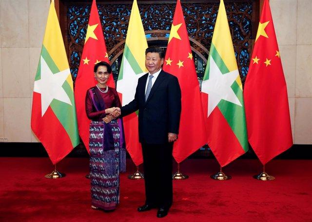 La consejera de Estado de Birmania y el presidente chino